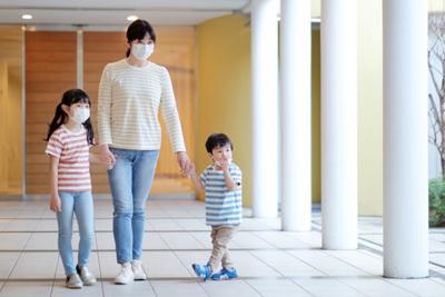 マスクする家族